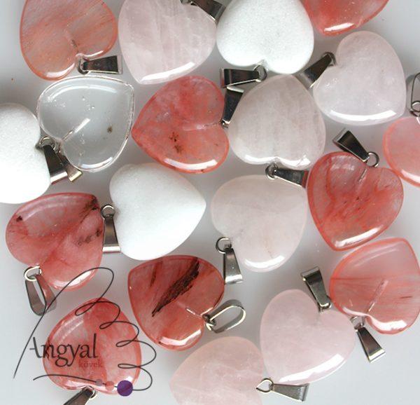 Kis szív alakú ásványmedál, különböző ásványból