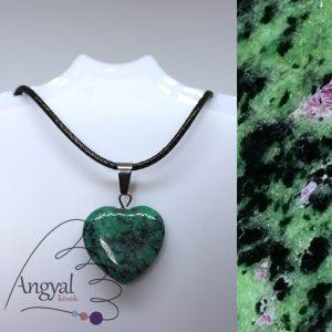 Kis szív alakú ásványmedál, rubnzoizit