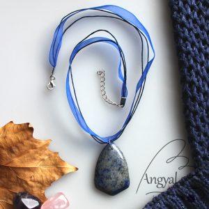 Lápisz lazuli ásvány medál organzaszalagon