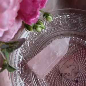 Rózsakvarc csiszolt kristálycsúcs