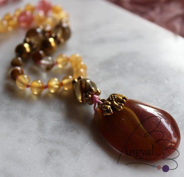 Kézzel csomózott ásvány nyaklánc cseresznyekvarcból