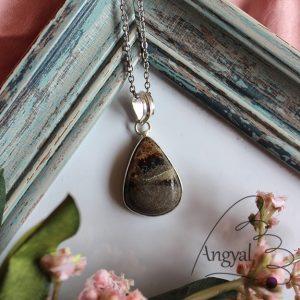 Szeptária ásvány medál ezüstözött foglalatban