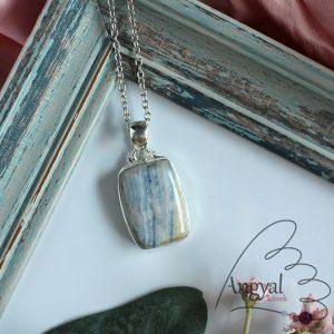 Scheelit ásvány medá ezüstözött foglalatban
