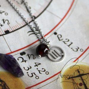 Horoszkóp medálos nemesacél nyaklánc - Skorpió, gránát