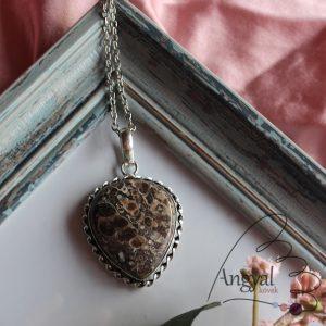Turritella jáspis ásvány medál ezüstözött foglalatban