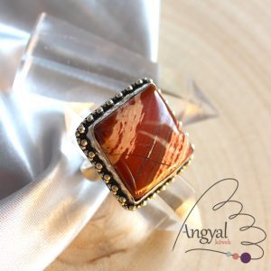 Vörös jáspis gyűrű - ezüstözött, 8.75 méret