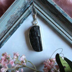Fekete turmalin ásvány medál ezüstözött foglalatban