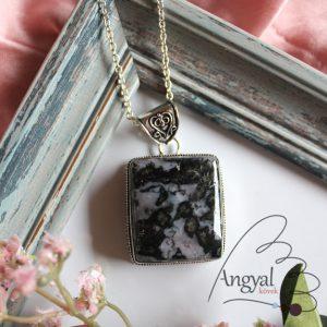 Indigó gabbró ásvány medál ezüstözött foglalatban