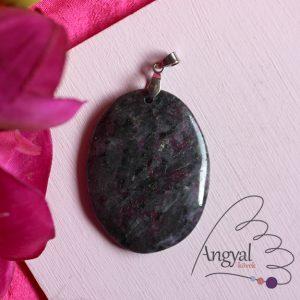 Rubin-larvikit ásvány medál, ovál