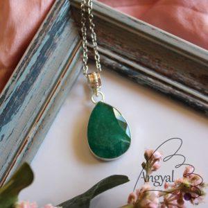 Smaragd ásvány medál ezüstözött foglalatban