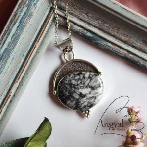 Pinolit ásvány medál ezüstözött foglalatban